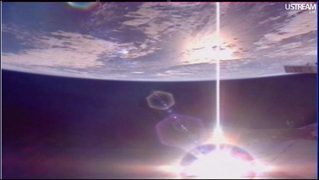 ISS JULY 16 IMAGE STRANGE BEAM HEADED FOR NORTH MAERICAN CONTINENT LOOKED LIKE LASER