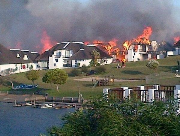 St. Francis Bay South Africa  city photo : stfrancis fire LUXURY HOMES BURNING ENTIRE VILLAGE AFFECTED PEOPLE ...
